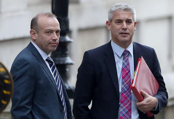 Chris Heaton-Harris (à gauche), anciensecrétaire d'Etat au Brexit,et Stephen Barclay, l'actuel secrétaire d'Étatau Brexit à Londres le 21 novembre 2018. (DANIEL LEAL-OLIVAS / AFP)