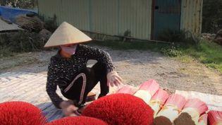 En Asie, le Nouvel An lunaire sera célébré le 25 janvier. Un jour particulier durant lequel sont brûlés des millions de bâtons d'encens dans toute l'Asie. (FRANCEINFO)