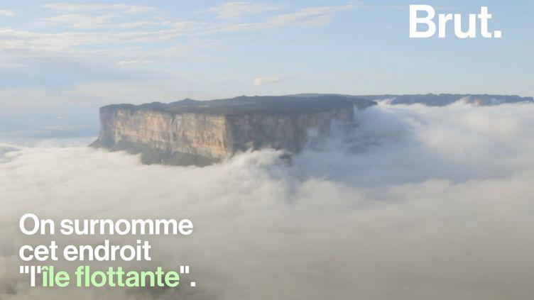 """VIDEO. Le Mont Roraima alias """"l'île flottante"""", une montagne qui a la tête dans les nuages (BRUT)"""