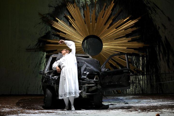 """Tableau du """"requiem"""" mis en scène par Romeo Castellucci (SERGE MERCIER / MAXPPP)"""