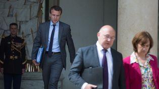 Emmanuel Macron, Michel Sapin et Laurence Rossignol sortent du Conseil des ministres, le 13 juillet 2016. (WITT / SIPA)