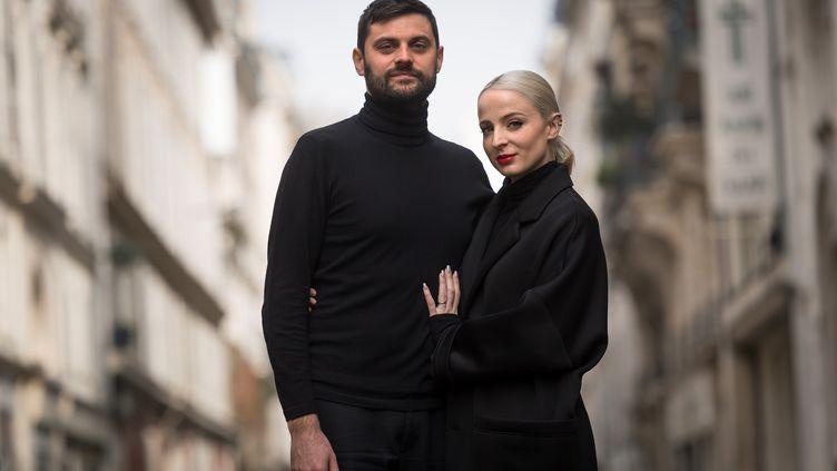Le duo Madame Monsieur, le 12 avril 2018, à Paris. (LIONEL BONAVENTURE / AFP)