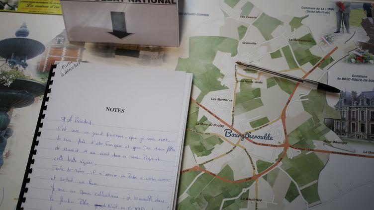 Un cahier de doléances àBourgtheroulde-Infreville (Eure), le 14 janvier 2019 à la veille du lancement du grand débat national par Emmanuel Macron dans cette ville de Normandie. (CHARLY TRIBALLEAU / AFP)