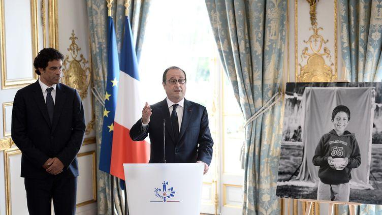 François Hollande prononce un discours lors de la naturalisation du footballeur Rai, le 6 juin 2016. (STEPHANE DE SAKUTIN / AFP)