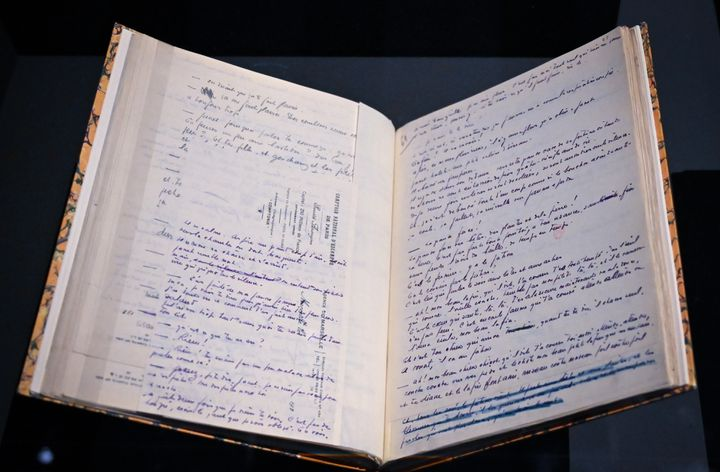 "Manuscrit de ""Colline"", de Jean Giono, exposé au MuCem à Marseille (GERARD JULIEN / AFP)"
