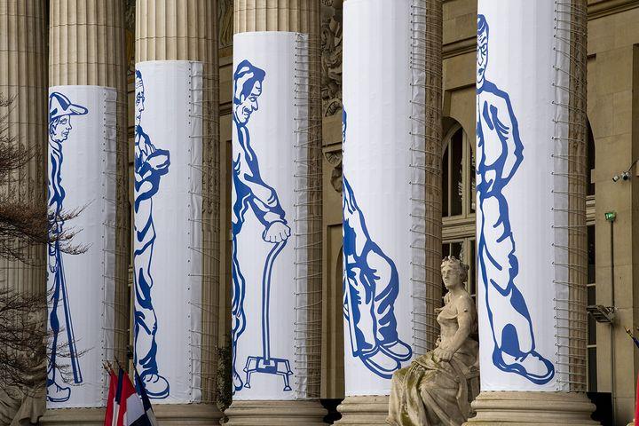 """Diana Velásquez,""""L'attente"""", colonnade Grand Palais 2020 (THIBAUT CHAPOTOT)"""