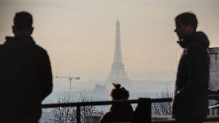 Image d'illustration de la pollution atmosphériqueau dessus de Paris. (AURELIEN MORISSARD / MAXPPP)