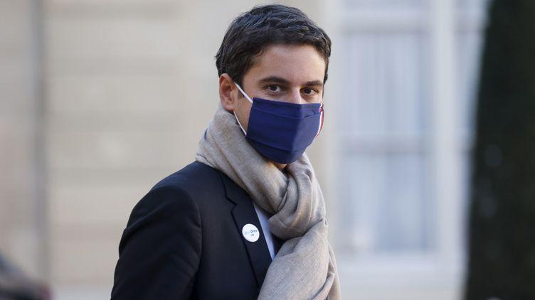 Le porte-parole du gouvernement, GabrielAttal, sort d'une réunion au palais de l'Elysée, à Paris, le 18 novembre2020. (LUDOVIC MARIN / AFP)