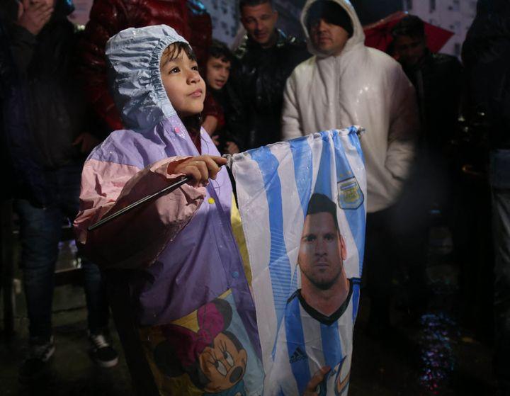 Los argentinos exigen que Lionel Messi no ceda en la elección, en las calles de Buenos Aires el 2 de julio de 2016, luego de que se anunciara su salida.  (Mariano Sanchez / Agencia Anadolu / Agence France-Presse)