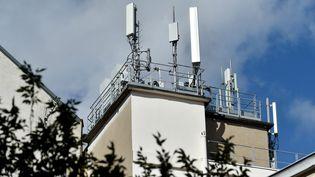 Des antennes relais à Saint-Etienne, en septembre 2020. (R?MY PERRIN / MAXPPP)
