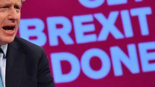 Le Premier ministre britannique, Boris Johnson, donne un discours à la convention annuelle du parti conservateur, le 2 octobre 2019, à Manchester (Royaume-Uni). (BEN STANSALL / AFP)