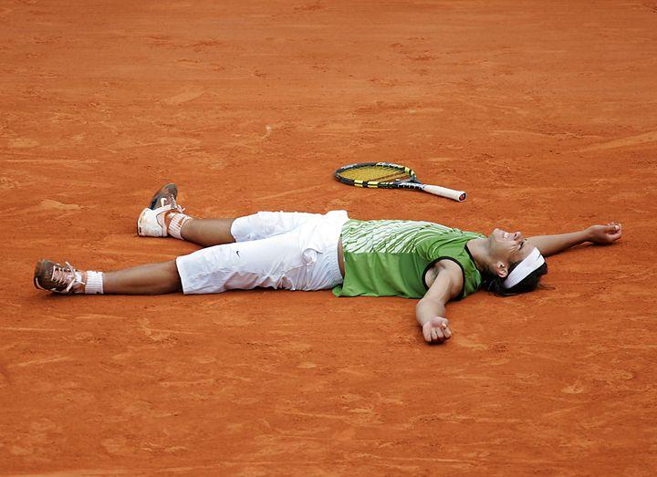 En 2005, Rafael Nadal remporte son premier Grand Chelem, déjà à Roland-Garros (JACQUES DEMARTHON / AFP)