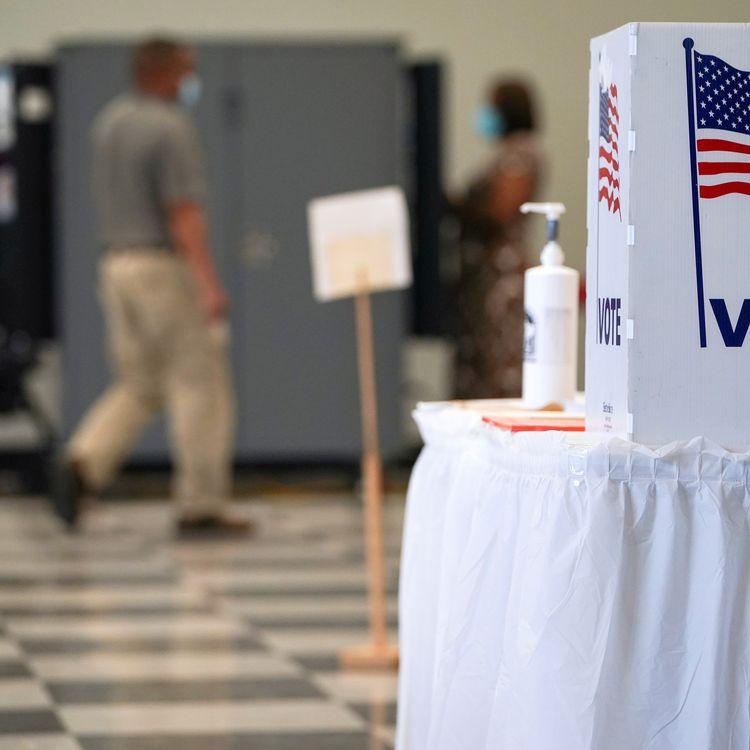 Les électeurs de Géorgie ont commencé à voter par anticipation pour l'élection présidentielle américaine, comme à Atlanta, le 13 octobre 2020. (ELIJAH NOUVELAGE / REUTERS)