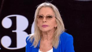 """Véronique Sanson invitée sur le plateau de France 2 pour sa tournée """"Digne, Dingue, Donc""""  (France 2 / Culturebox)"""