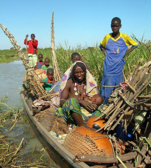 Famille de pêcheurs sur le lac Tchad (AFP/Patrick For)