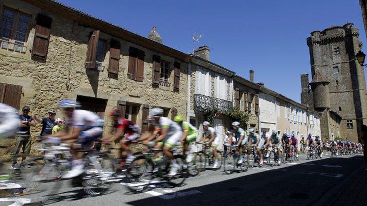 Le peloton sur les routes de France (JOEL SAGET / AFP)