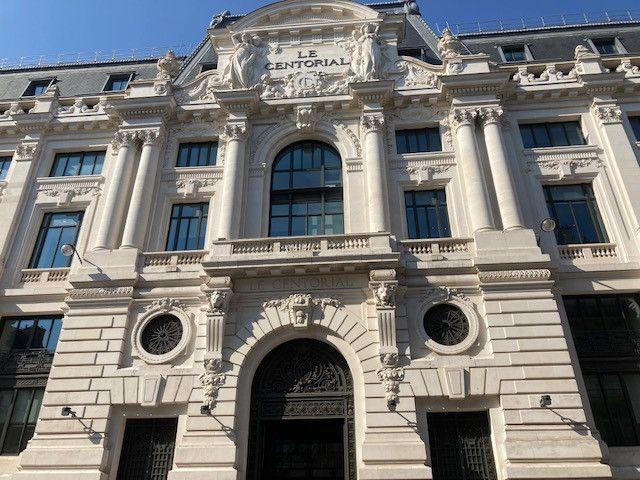 Immeuble Le Centorial, ancien centre bancaire situé 18 rue du 4 septembre, à Paris. (INGRID POHU / RADIO FRANCE)