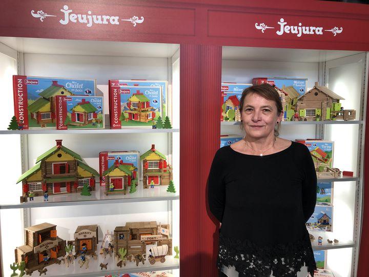 Catherine Varacca, directrice de l'entreprise française Jeujura, lors dusalon du jouet à Nuremberg (Allemagne),en janvier 2020. (LUDOVIC PIEDTENU / RADIO FRANCE)