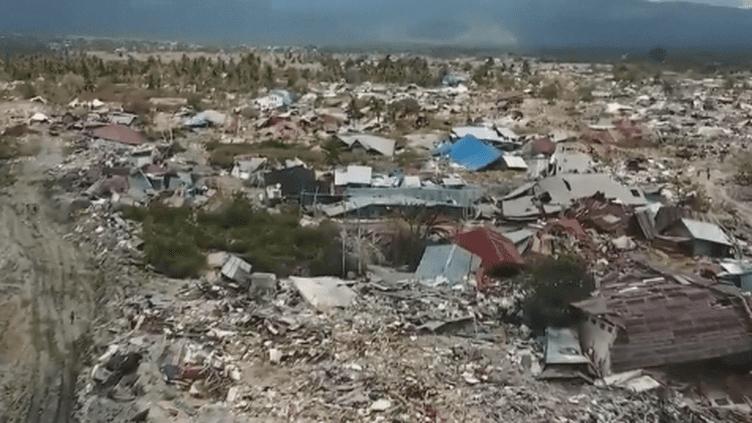 Certaines ONG internationales qui interviennent après le séisme et le tsunami se disent interdites d'accès aux zones sinistrées. Plusieurs d'entre elles sont même priées de quitter l'île de Célèbès. (France 24)