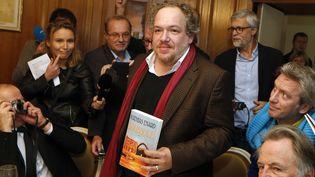 Mathias Enard, quelques minutes après son Goncourt au Drouant  (Thomas Samson / AFP)
