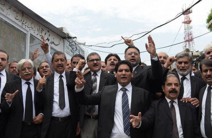 Les avocats de Quetta protestent contre l'assassinat de leurs collègues dans les rues de Quetta, le 9 août 2016. Une grève du barreau a été annoncée. (AAMIR QURESHI / AFP)