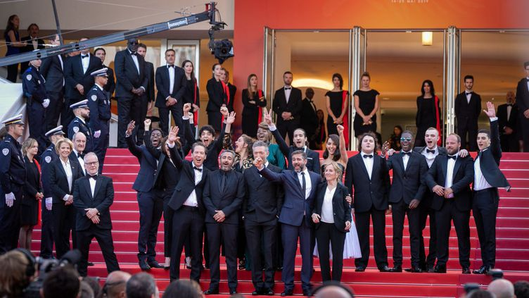 """25 mai 2019 au 72e festival du film de Cannes. L'équipe de """"Hors Normes"""" avec Vincent Cassel, Reda Kateb, Olivier Toledano et Olivier Nakache. (FILMMAGIC / MARC PIASECKI)"""