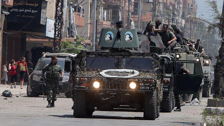L'armée libanaise déployée à Tripoli, où ont lieu de violents affrontements entre pro et anti-Bachar Al-Assad, le 21 mai 2013. (JOSEPH EID / AFP)