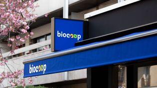 Une enseigne Biocoop, à Paris, en mars 2019. (CHRISTOPHE MORIN / MAXPPP)