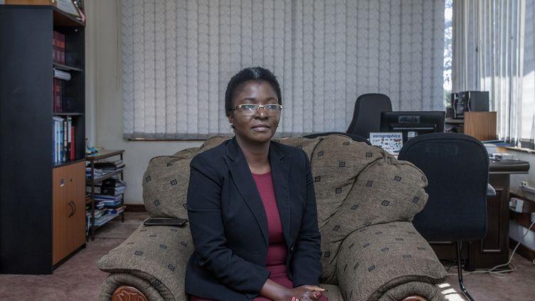 Martha Chizuma, médiatrice anticorruption au Malawi, photographiée dans son bureau de Lilongwe, la capitale, le 9 septembre 2019. (AMOS GUMULIRA / AFP)