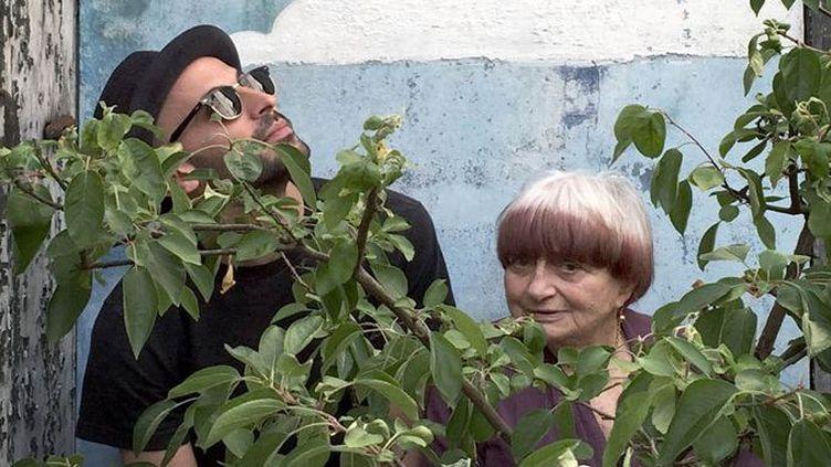 """""""Visages, villages"""" : photo du film avec Agnès Varda et JR  (Le Pacte)"""