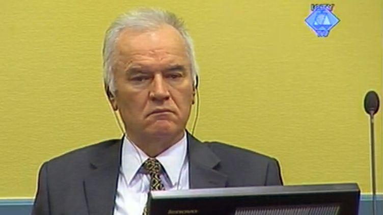 L'ancien chef militaire des Serbes de Bosnie, Ratko Mladic, devant le Tribunal pénal international pour l'ex-Yougoslavie (TPIY), le 16 mai 2012 à La Haye (Pays-Bas). (HO / COURTESY OF THE ICTY / AFP)