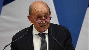 Le ministre des Affaires étrangères, Jean-Yves Le Drian, le 10 septembre 2021. (ATTILA KISBENEDEK / AFP)