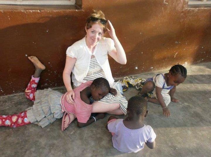 Les volontaires, ici en Kenya, s'impliquent dans de très nombreux secteurs, santé, soins, éducation… sans forcément avoir les connaissances prérequises. (Rhiannon Walker/Flickr, CC BY)