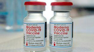 Des doses du vaccin de l'entreprise américaine Moderna, le 20 avril 2021. (JOSEPH PREZIOSO / AFP)