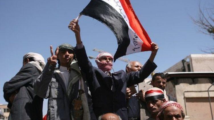 Des protestants anti-gouvernement, le 8 octobre 2011. (MOHAMMED HUWAIS / AFP)