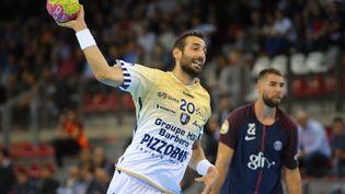 Raphael Caucheteux, handballeur dans l'équipe de Saint-Raphaël pendant le match Saint Raphaël Paris-Saint-Germain à Rouen le 1er septembre 2017. (ANDRE FERREIRA / ICON SPORT)