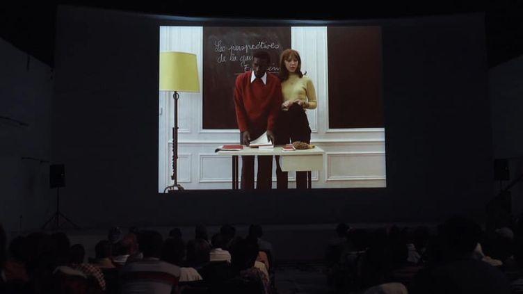 """Photo extraite du documentaire """"Juste un mouvement"""" du cinéaste belge Vincent Meessen, présenté à la Berlinale, où l'on voit l'intellectuel sénégalais Omar Blondin Diop (au centre, en rouge) dans """"La Chinoise"""" (1967) de Jean-Luc Godard. (SPECTRE)"""