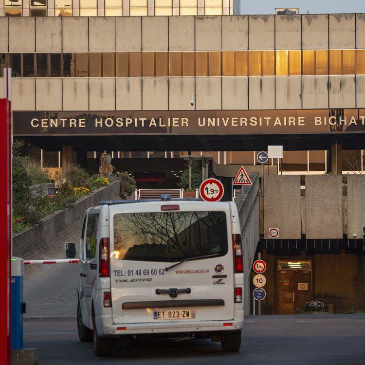 L'une des entrées de l'hôpital Bichat, au nord de Paris. (HUGO PASSARELLO LUNA / HANS LUCAS)
