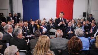 Le président de la République Emmanuel Macron s'adresse à des maires de Corse à Cozzano (Corse-du-Sud), le 4 avril 2019. (LUDOVIC MARIN / AFP)