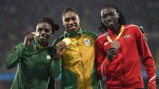 Les athlètes Francine Niyonsaba, Caster Semenya et Margaret Wambui, le 20 août 2016, sur le podium du 800 mètres féminin, lors des Jeux olympiques de Rio (Brésil). (ERIC FEFERBERG / AFP)
