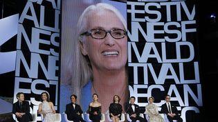 Jane Campion, présidente du jury, et les membres du jury lors de la cérémonie d'ouverture du festival de Cannes 2014. (GUILLAUME HORCAJUELO / MAXPPP)