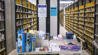 A Châlons-sur-Marne, un entrepôt d'Amazon, devenu à l'automne 2014 premier vendeur en ligne en France. (PHILIPPE MERLE / AFP)