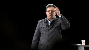 Jean-Luc Mélenchon en meeting, à Lyon (Rhône), dimanche 5 février 2017. (JEAN-PHILIPPE KSIAZEK / AFP)