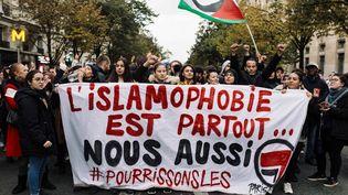 Une manifestation contre l'islamophobie, le 10 novembre 2019 à Paris, après l'appel lancé par le CCIF (Collectif contre l'islamophobie en France). (PHILIPPE LABROSSE / HANS LUCAS / AFP)