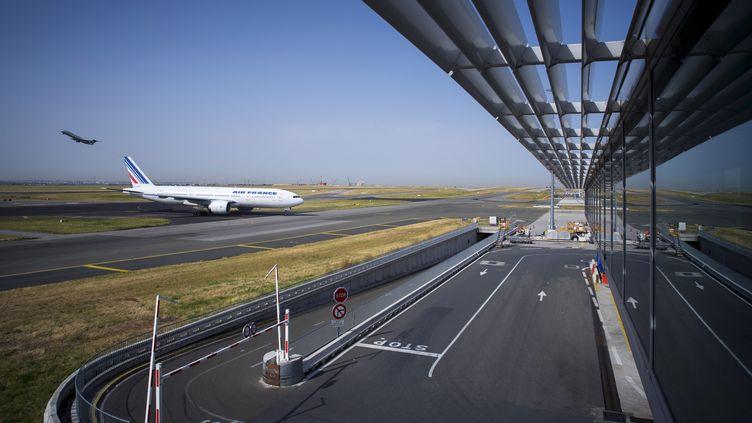 Un avion sur le tarmac de l'aéroport Roissy-Charles-de-Gaulle, le 7 août 2018. (JOEL SAGET / AFP)