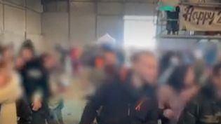 Une fête clandestine pour fêter le Nouvel An dans un hangar désaffecté de Lieuron (Ille-et-Vilaine) (FRANCEINFO)