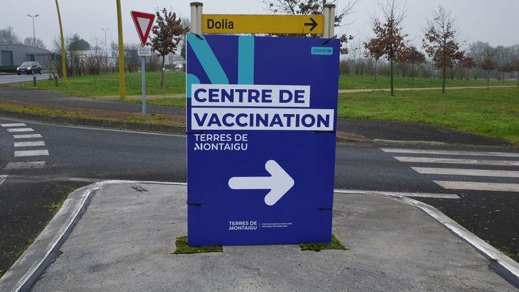 Un centre de vaccination contre le Covid-19 à Montaigu-Vendée, en Vendée, le 18 janvier 2021. (MATHIEU THOMASSET / HANS LUCAS / AFP)
