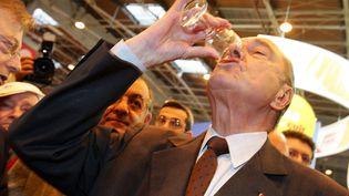 Jacques Chirac, le 25 février 2006 au Salon de l'agriculture. (OLIVIER LABAN-MATTEI / AFP)