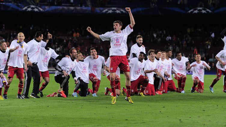 Les joueurs du Bayern Munich célèbrent leur qualification sur la pelouse du Camp Nou