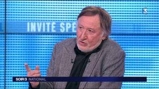 """Jean-François Balmer, comédien à l'affiche de la pièce """"À droite, à gauche"""". (FRANCE 3)"""